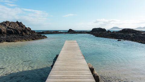 Spain, Canaray Islands, Fuerteventura, jetty at the sea