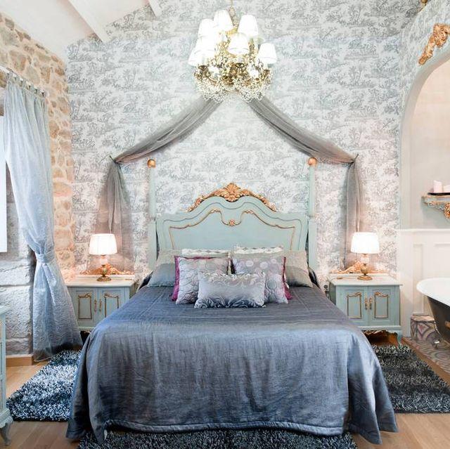 Bedroom, Furniture, Room, Bed, Property, Canopy bed, Interior design, Bed frame, Wall, Bed sheet,