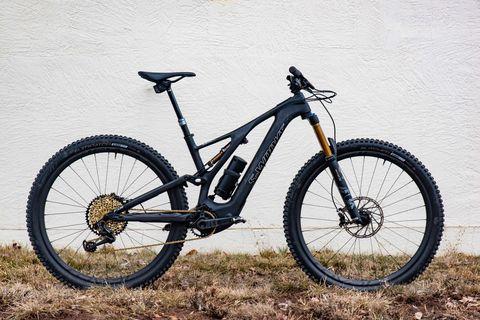 Land vehicle, Bicycle, Bicycle wheel, Vehicle, Bicycle part, Bicycle frame, Bicycle tire, Spoke, Bicycle fork, Mountain bike,