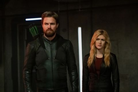 supergirl    crisis on infinite earths part one    image number spg509b0207rjpg    pictured l r stephen amell as oliver queengreen arrow and katherine mcnamara as mia    photo katie yuthe cw    © 2019 the cw network, llc all rights reserved