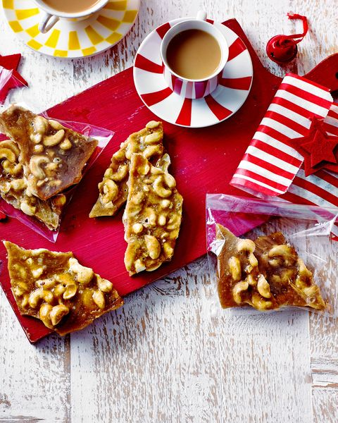 best homemade christmas gifts spiced cashew brittle