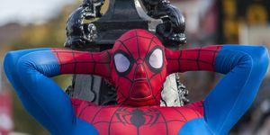 paris-france-spider-man-rescue-child-balcony