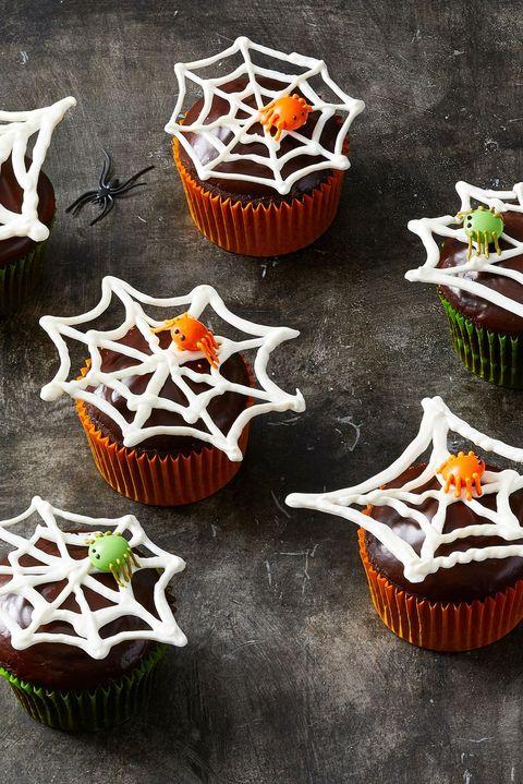 halloween cupcakes - spiderweb cupcakes