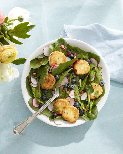 spinach salad with fried goat cheese and blueberries