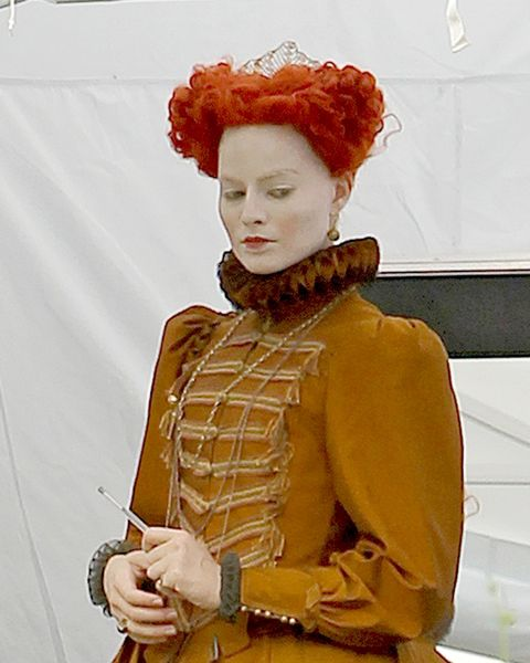 mary queen of scots movie first look at saoirse ronan in mary