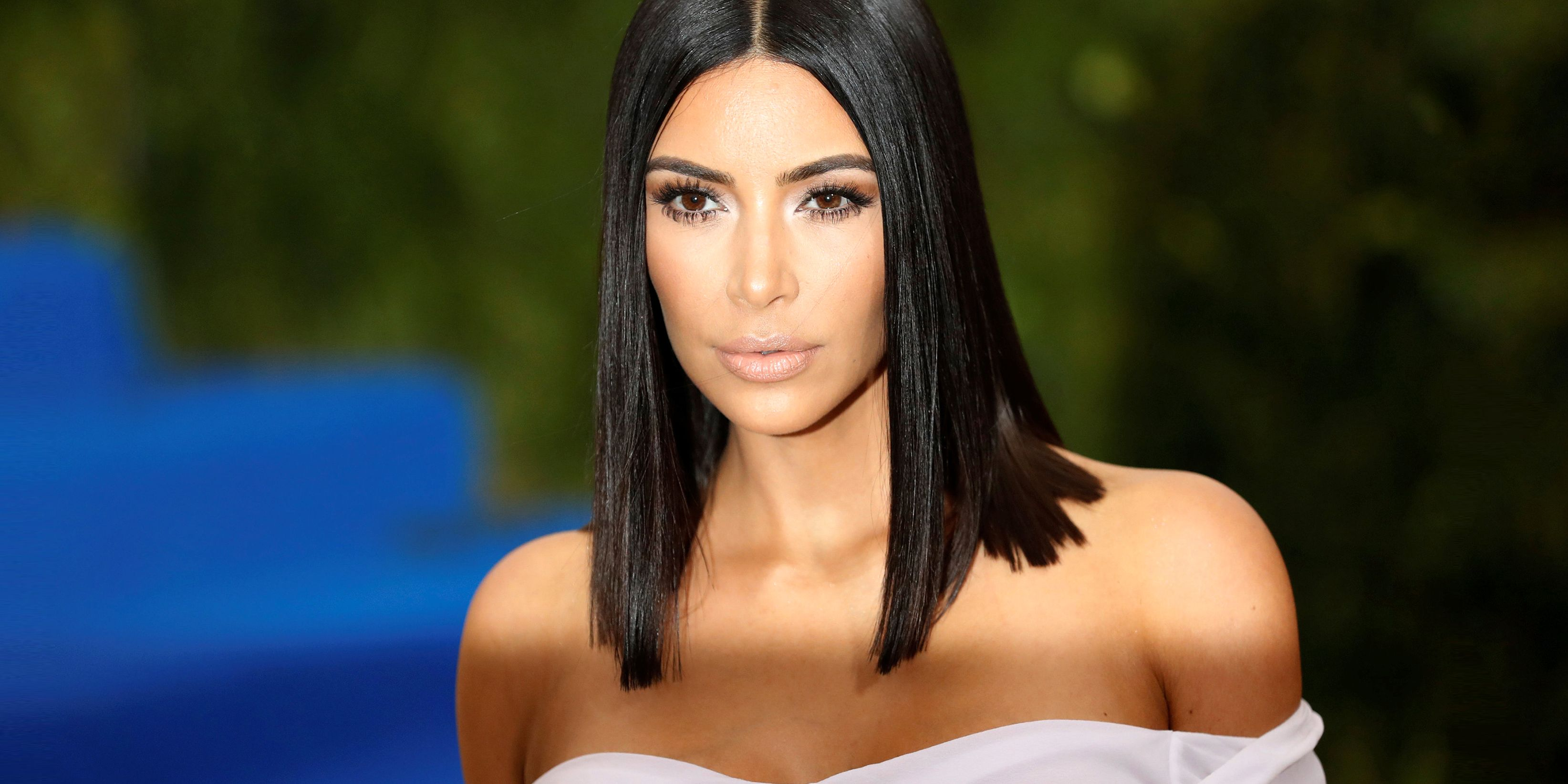 images Kim Kardashian Goes Makeup Free for the Cover of Vogue