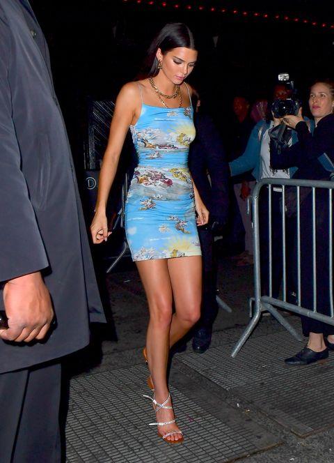 Leg, Thigh, Clothing, Dress, Cocktail dress, Shoulder, Fashion, Human leg, Event, Human body,
