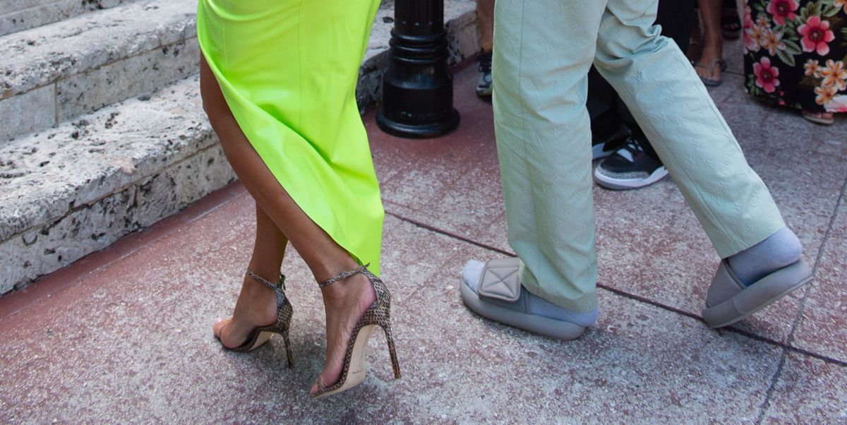 820dcbef57519 Kanye West Wore Too Small Yeezy Slides At 2 Chainz S Wedding