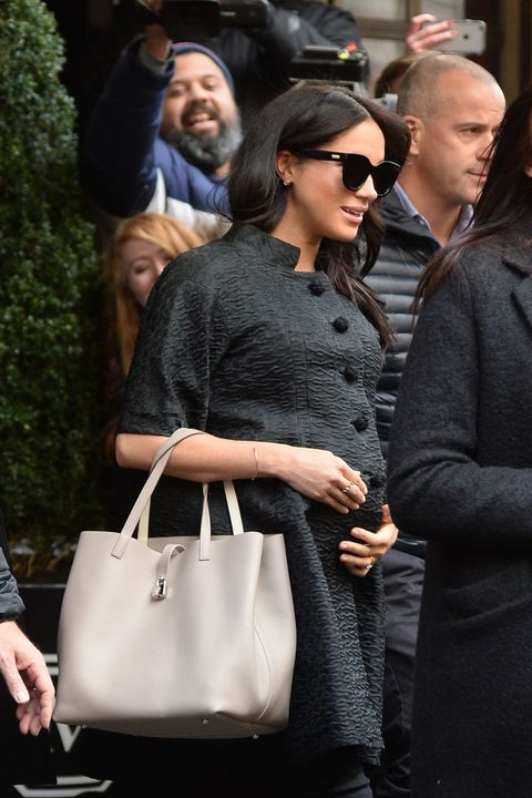 Bag, Handbag, Shoulder, Street fashion, Birkin bag, Tote bag, Fashion, Eyewear, Kelly bag, Sunglasses,