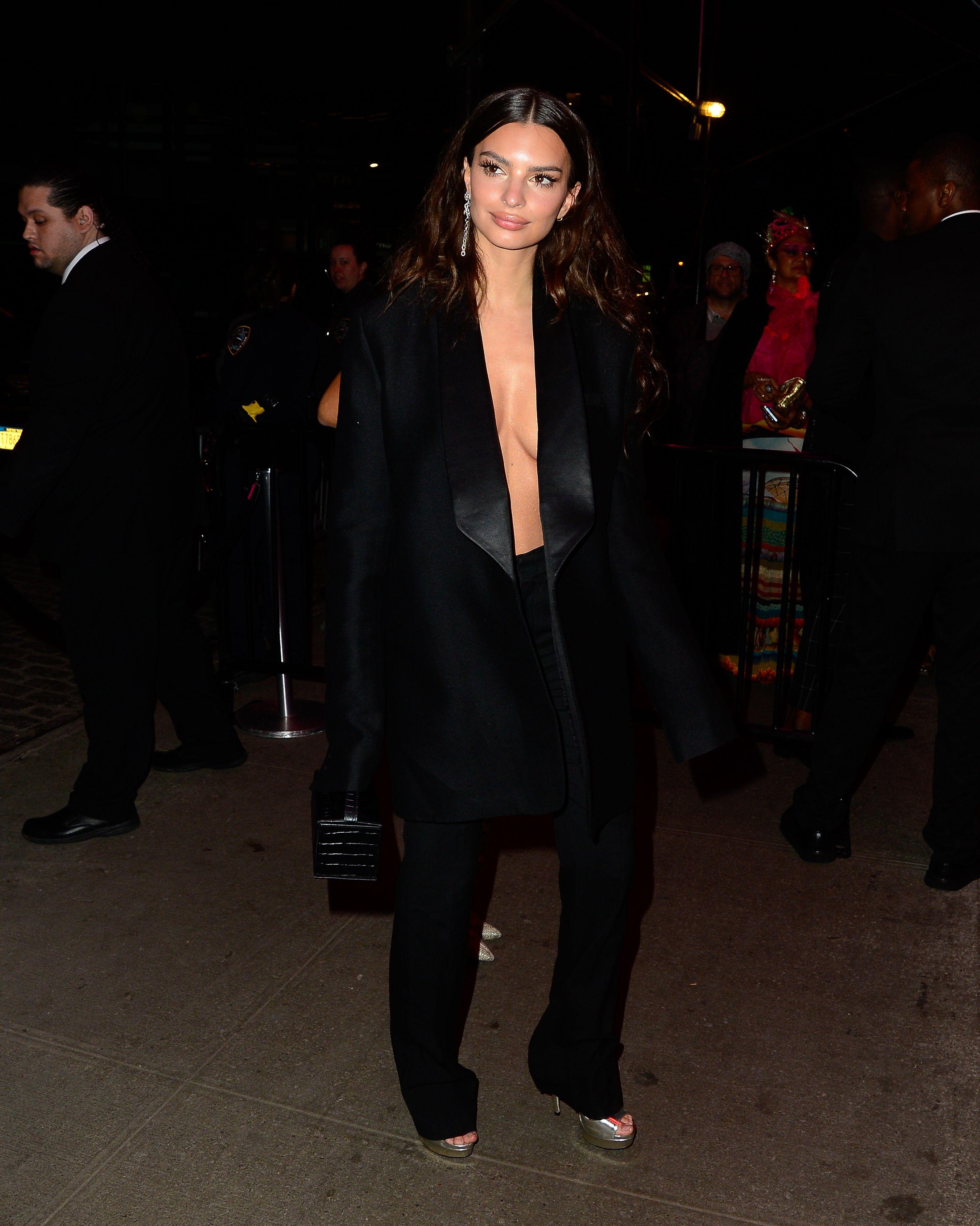 Emily Ratajkowski Emrata dressed down in a sexy blazer and trouser set.