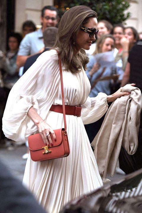 安潔莉娜裘莉穿Celine白洋裝:夏日氣質洋裝推薦