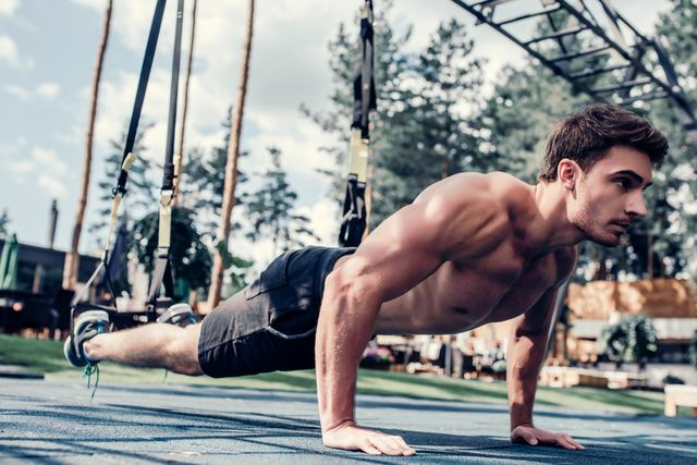sports man doing suspension training