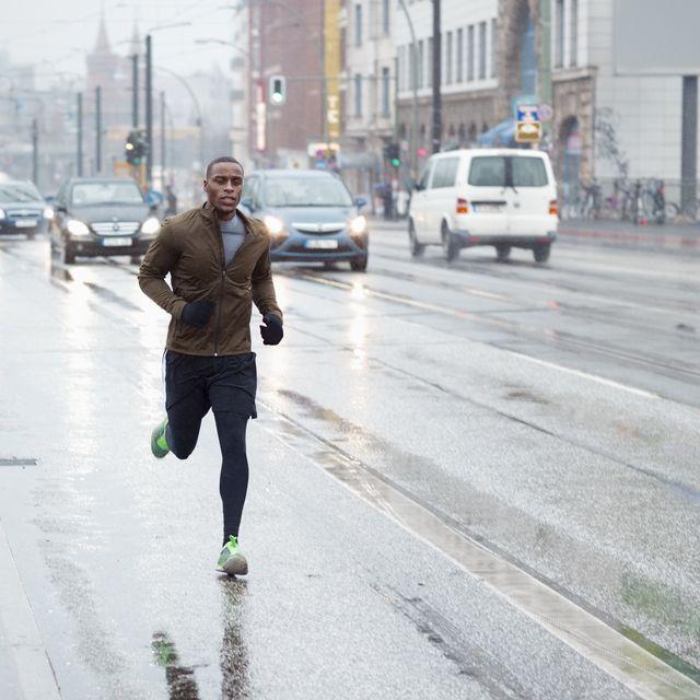 risks of running near highways, traffic related air pollution