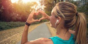 Si te cuidas haciendo deporte y a eso le sumas un complemento alimenticio conQ10 conseguirás cuidarte por dentro y por fuera, fortaleciendo tu corazón.
