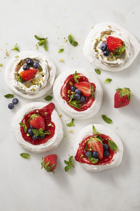 spring desserts - magic mini pavlovas