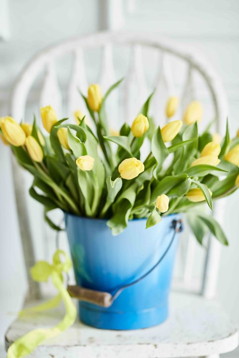 Easy spring flower arrangement decoration ideas colourful spring flowers and delicate scents mightylinksfo