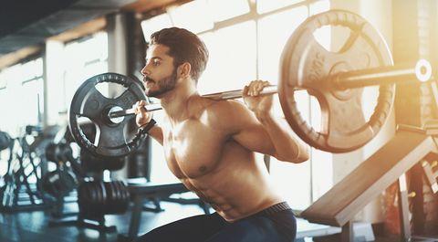 Ejercicio para glúteos en el gimnasio