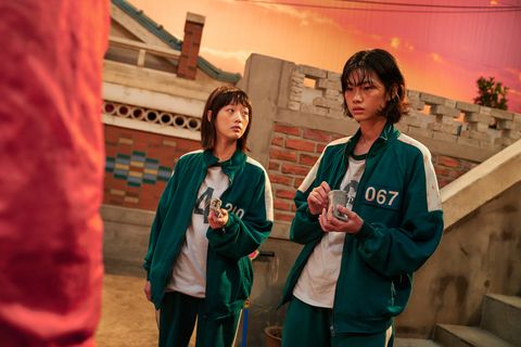 squid game kang sae byeok played by hoyeon jung and ji yeong played by lee yoo mi
