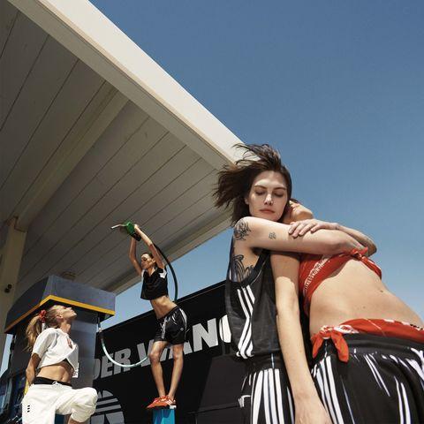 Beauty, Fun, Fashion, Arm, Shoulder, Human body, Photography, Leg, Tourism, Performance,