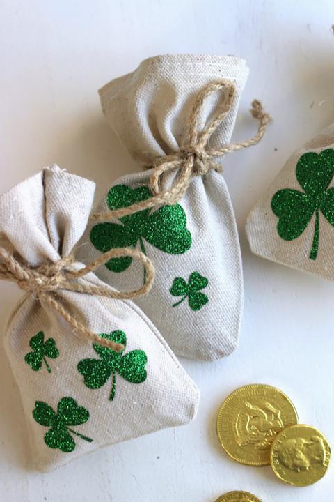 st-patricks-day-crafts-lucky-shamrock-coin-bag