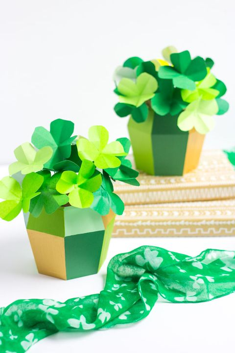 st patricks day crafts paper four leaf clovers