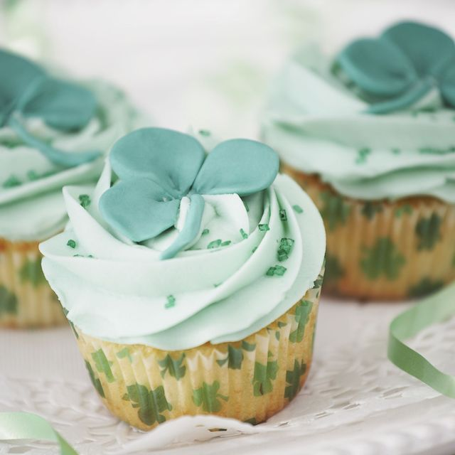 st patricks day cupcake with green frosting and a shamrock on top