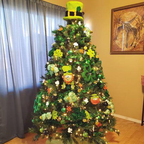 Christmas tree, Christmas decoration, Christmas, Tree, Christmas ornament, oregon pine, Evergreen, Colorado spruce, Houseplant, Plant,