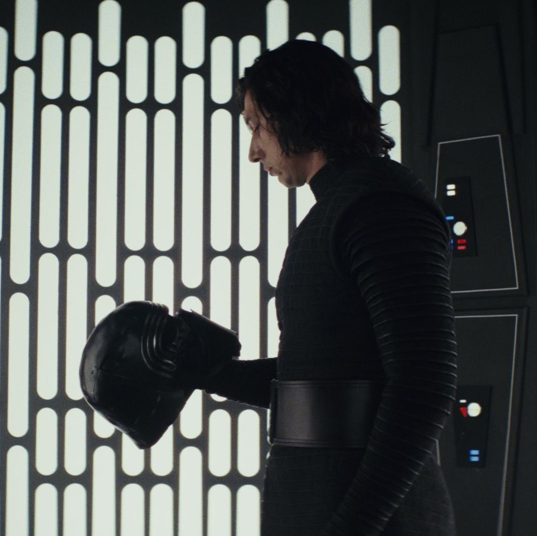 A New Star Wars 9 Leak Promises A Rather Disgusting Scene Between Kylo Ren And Darth Vader