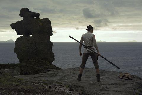 Daisy Ridley como Rey entrenando en Los Ultimos Jedi