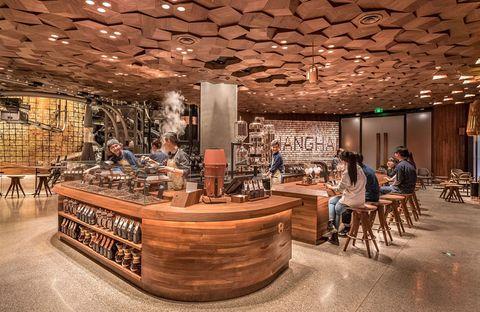 El Starbucks más futurista del mundo está en Shanghái