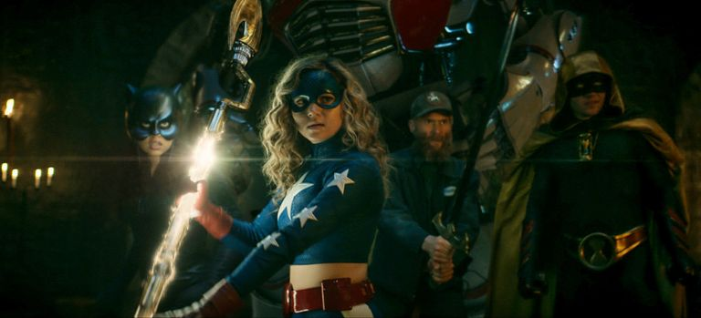 Звезда Старгерл говорит, что просмотр финала первого сезона заставляет ее плакать «каждый раз»