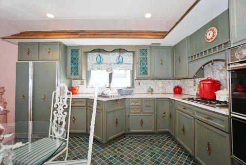 1970 style kitchen