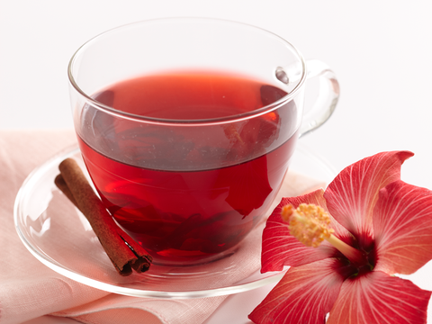 Liquid, Serveware, Drink, Red, Ingredient, Petal, Dishware, Glass, Tea, Alcoholic beverage,