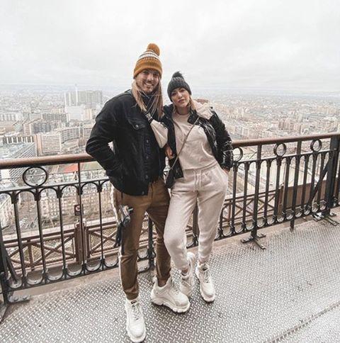 Steisy y su novio Pablo en París