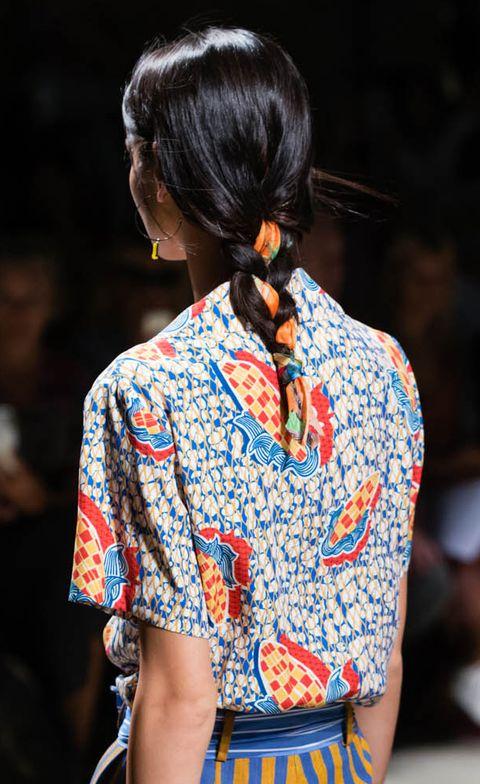 Hair, Clothing, Fashion, Street fashion, Hairstyle, Beauty, Kimono, Shoulder, Runway, Fashion show,