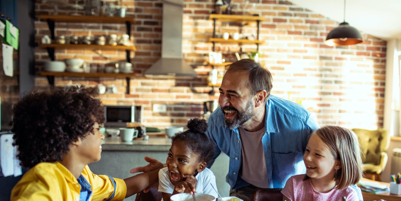 20 herzerwärmende Zitate über Stiefväter, die beweisen, dass Familie nicht durch DNA definiert ist