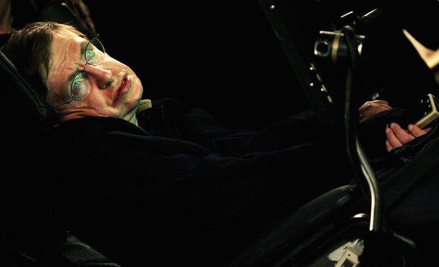 el físico teórico, astrofísico y cosmólogo y divulgador científico británico stephen hawking