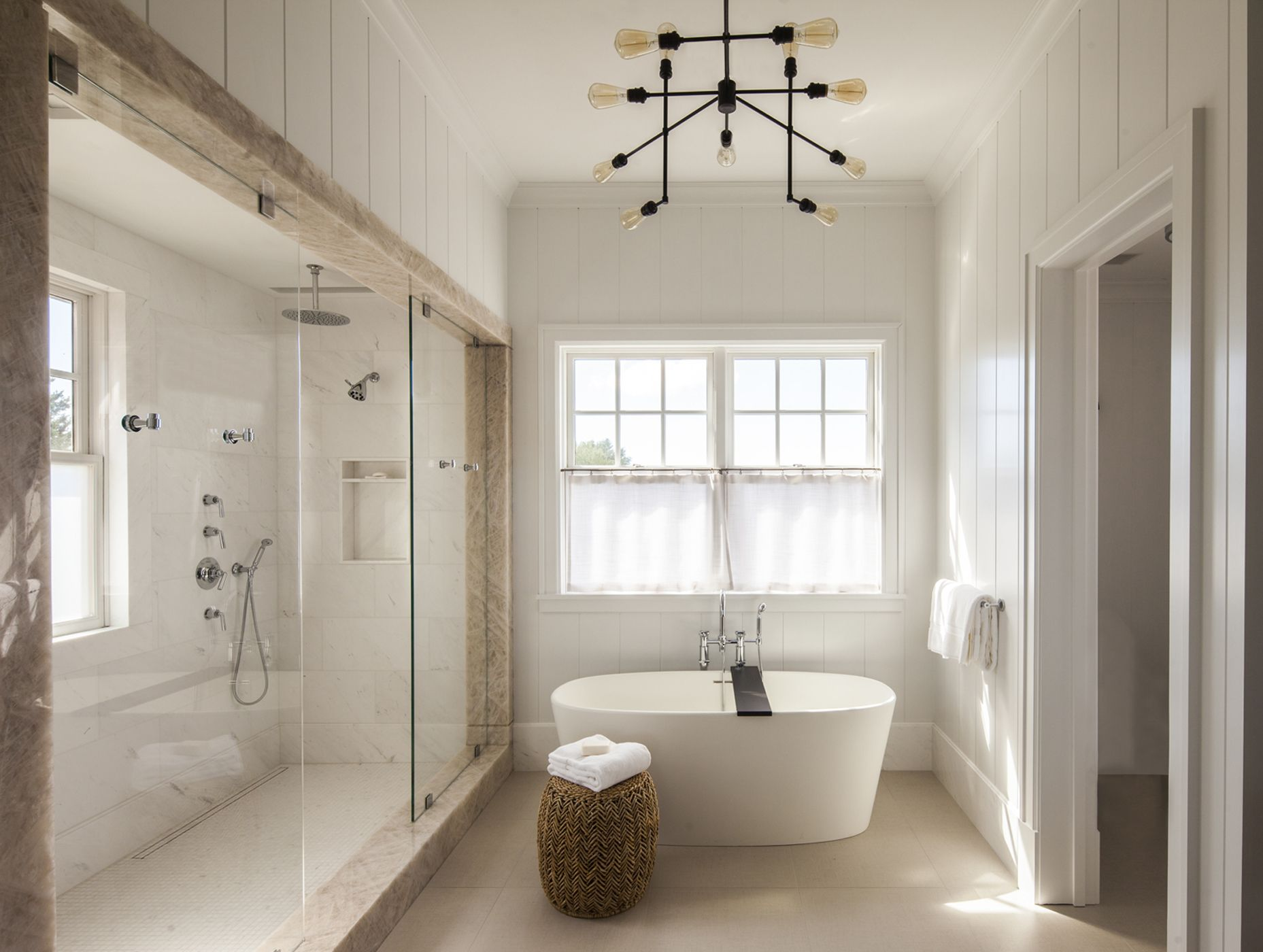 Elle Decor & 30 Perfect Bathrooms with Luxurious Curved Tubs - Round Bathtub Ideas