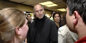 Apple Opens Flagship Store In Manhattan - May 19, 2006