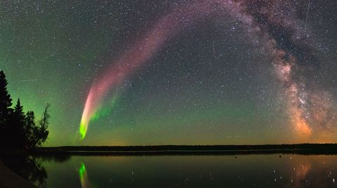Sky, Nature, Aurora, Natural landscape, Atmospheric phenomenon, Water, Atmosphere, Reflection, Night, Space,
