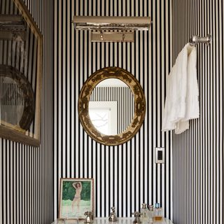 30 Powder Rooms Ideas - Small Space Decorating
