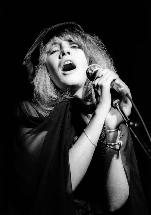 stevie nicks performing live with fleetwood mac