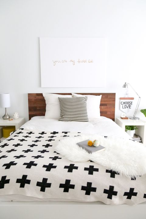 Bed sheet, Bedroom, White, Bedding, Bed, Room, Furniture, Textile, Duvet cover, Bed frame,
