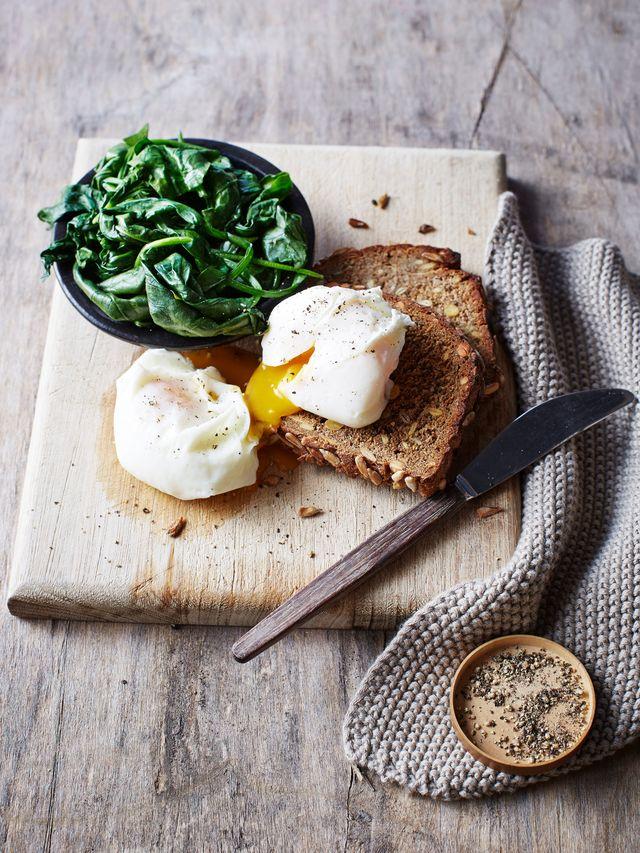 pan de centeno con huevo poché