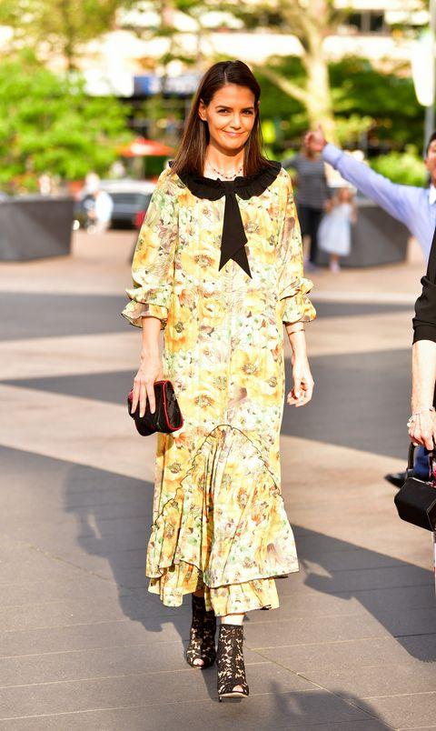 Fashion model, Clothing, Fashion, Street fashion, Yellow, Fashion show, Fashion design, Footwear, Snapshot, Shoulder,