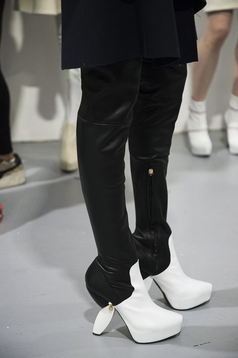 tendenze scarpe autunno inverno 20212022, gli stivali alti e tutti gli stivali bassi che vorrai indossare scelti tra i più belli stivali neri e stivali sporty