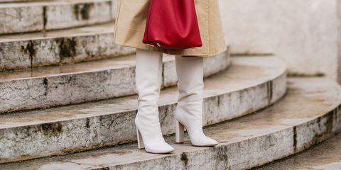 Trench coat, Clothing, Street fashion, Coat, Fashion, Outerwear, Headgear, Beige, Footwear, Overcoat,