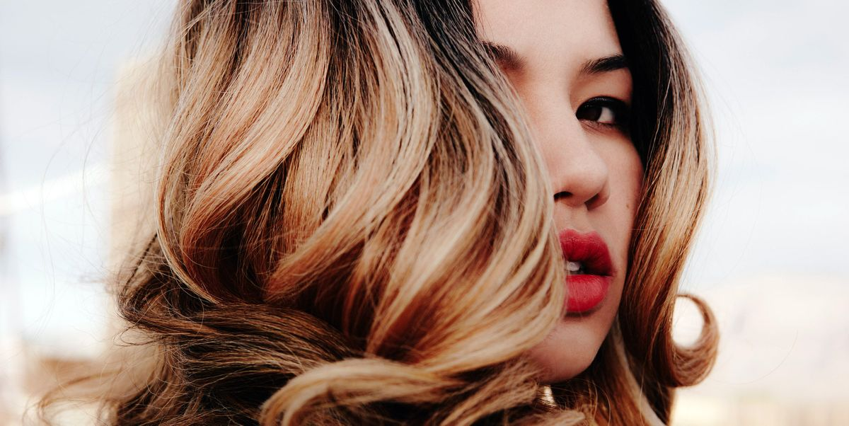How To Make Straight Hair Curly According To A Hairstylist