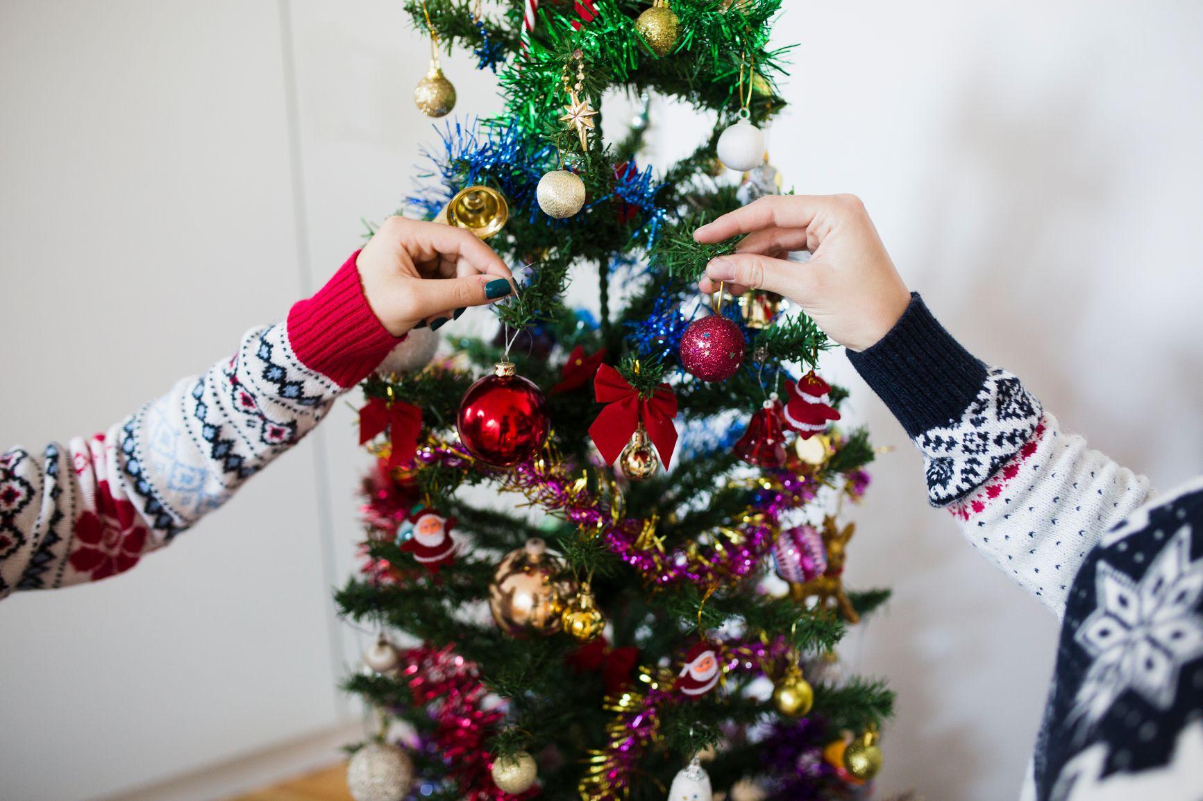 22 Pretty Christmas Tree Decorating Ideas , Holiday Decorations