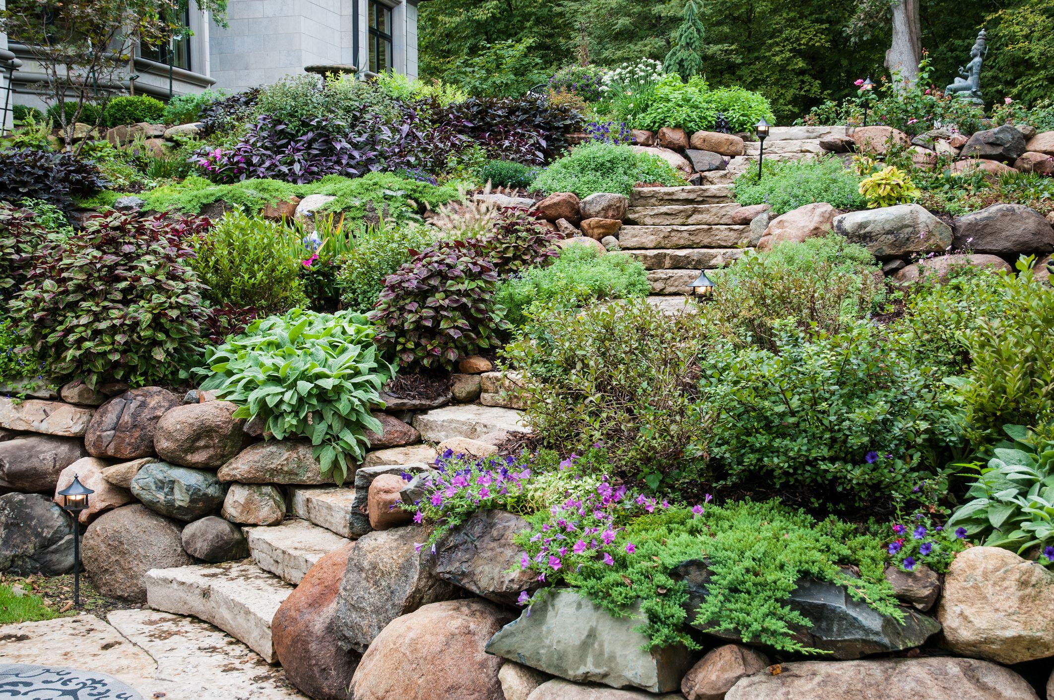 10 Stunning Stone Walkways   Garden Path Ideas
